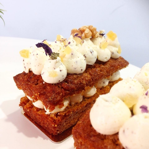 Carrot cake con cremoso de chocolate blanco